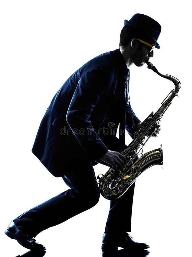 Mansaxofonist som spelar konturn för saxofonspelare arkivbilder