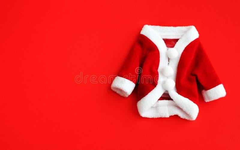 Manschetter för den mini- röda laget dräkten för dräkten för det julbakgrundsSanta Claus Saint Nicholas lägger vita framlänges is fotografering för bildbyråer