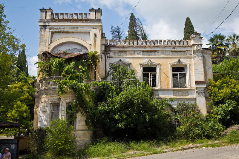 Mansión abandonada hermosa vieja foto de archivo