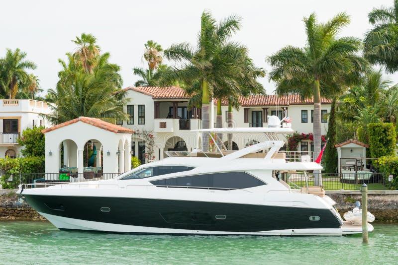 Mansión lujosa en la isla de la estrella en Miami foto de archivo libre de regalías