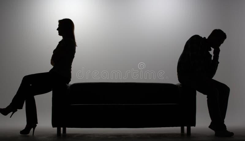 mansilhouettekvinna royaltyfri fotografi