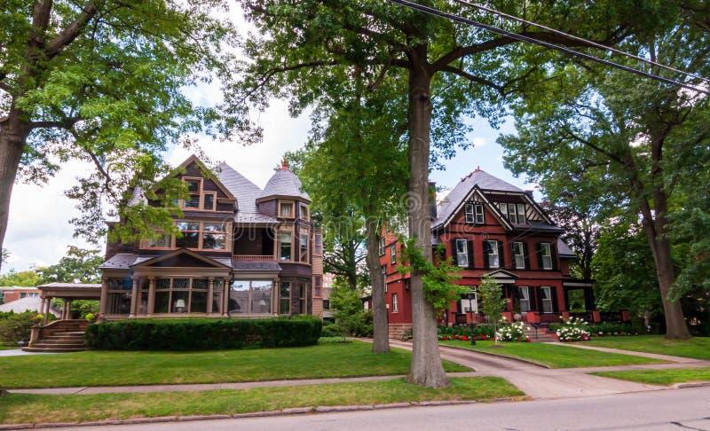 Mansiones viejas de Pittsburgh, Pennsylvania, los E.E.U.U. 7/27/2019 en la vecindad de Shadyside foto de archivo libre de regalías