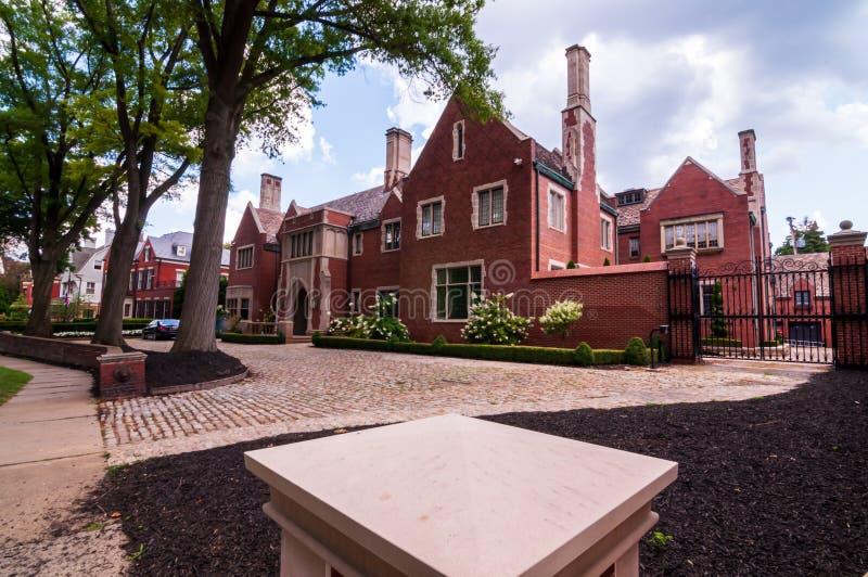 Mansiones viejas de Pittsburgh, Pennsylvania, los E.E.U.U. 7/27/2019 en la vecindad de Shadyside imagen de archivo libre de regalías