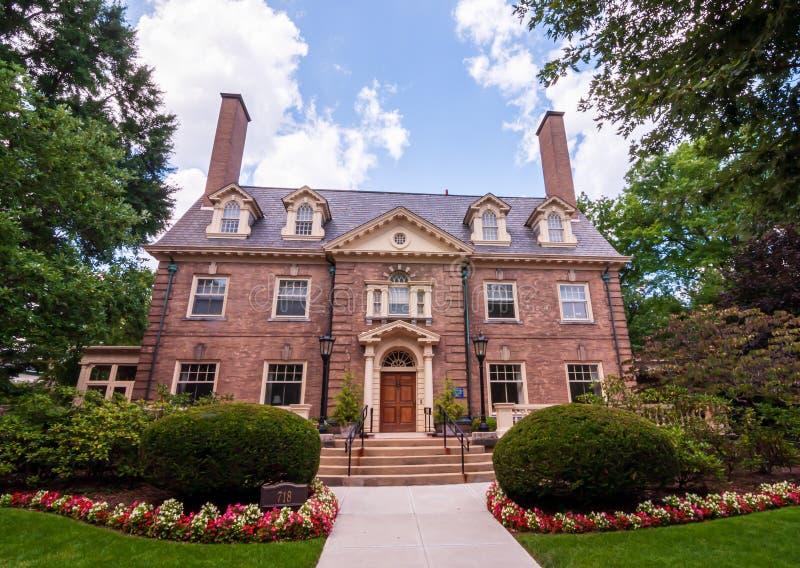 Mansiones viejas de Pittsburgh, Pennsylvania, los E.E.U.U. 7/27/2019 en la vecindad de Shadyside foto de archivo