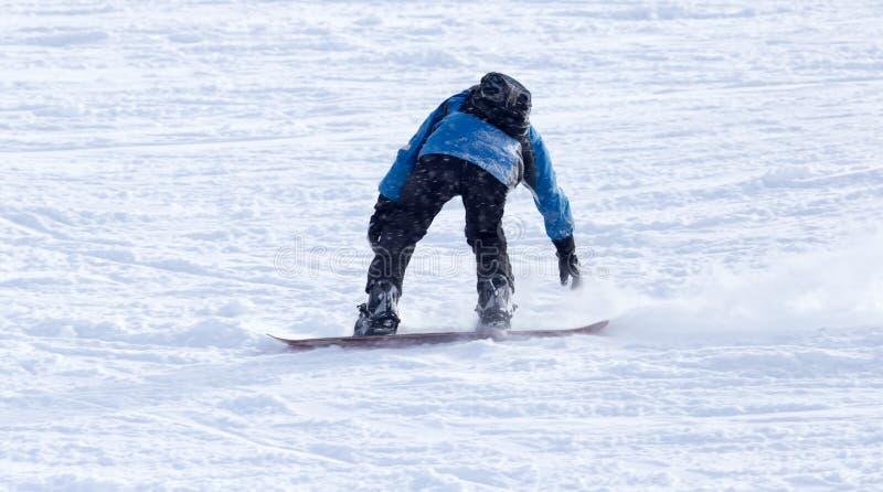 Download Mansnowboarding i vintern fotografering för bildbyråer. Bild av extremt - 106831371