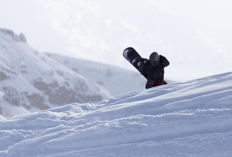 Download Mansnowboarding i vintern arkivfoto. Bild av snowboarder - 106831490