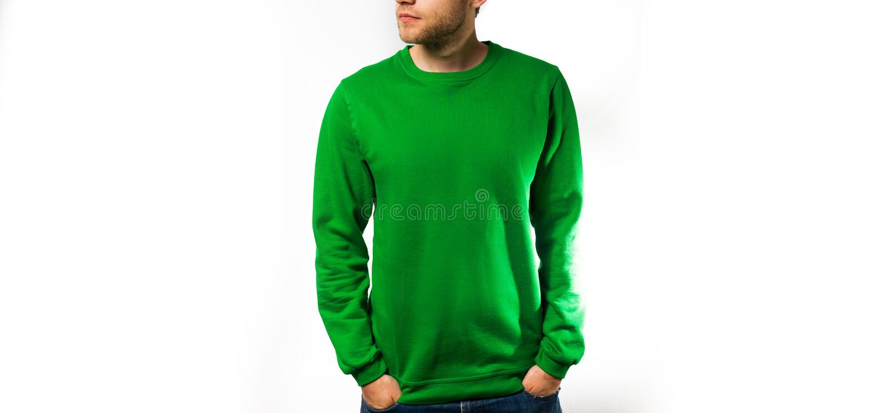 Manställning i den tomma gröna hoodien, tröja, på en vit bakgrund, åtlöje upp, fritt utrymme royaltyfri foto