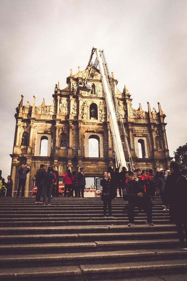 Mantém abaixo das ruínas de St Paul Os marcos os mais conhecidos de Macau O centro hist?rico de Macau, um local do patrim?nio mun fotos de stock royalty free
