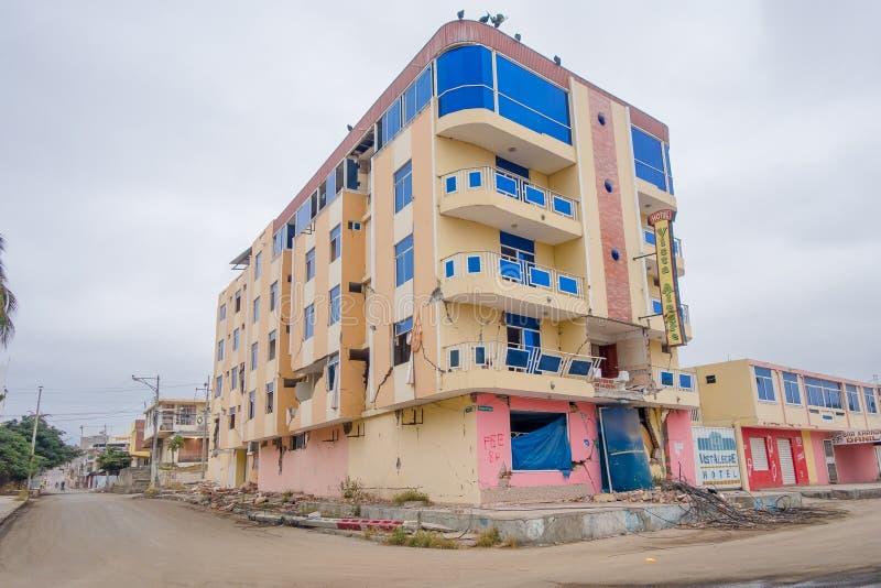 MANTA, ΙΣΗΜΕΡΙΝΌΣ 11 ΜΑΐΟΥ 2017: Μερικός οικοδόμησης που καταστρέφεται κατά τη διάρκεια ενός ισχυρού σεισμού που μετρά 7 8 στην κ στοκ φωτογραφία