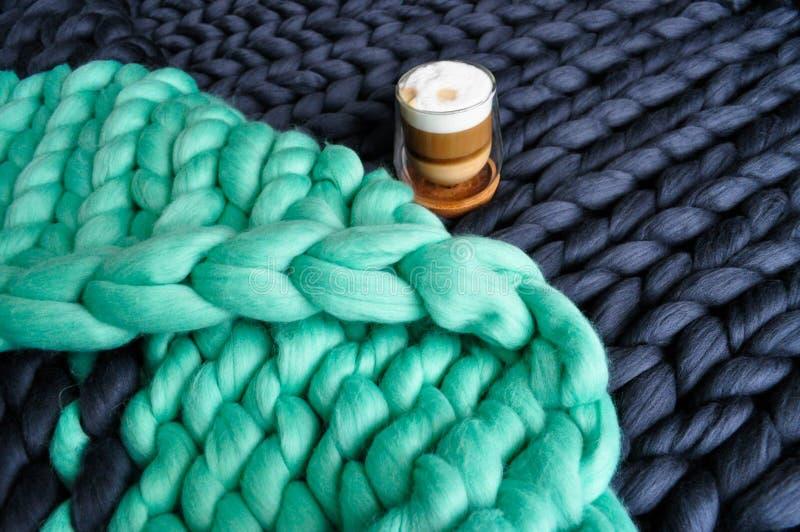 Manta hecha punto de la lana merina foto de archivo