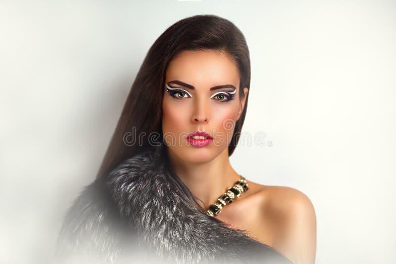 Manteau de fourrure de femme images stock