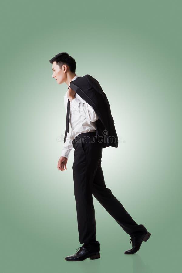 Manteau de prise d'homme d'affaires images stock