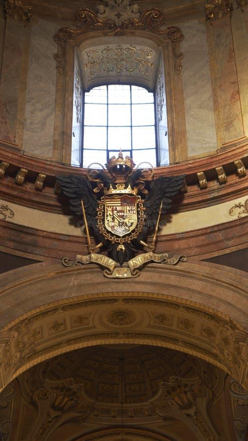 Manteau des bras impérial au palais impérial Hofburg à Vienne photo stock