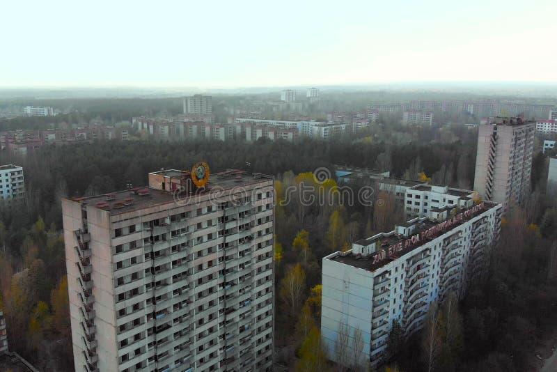 Manteau des bras sovi?tique sur un b?timent dans Pripyat images stock