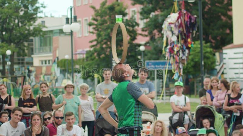 Mantega Juggler Wykonuje przedstawienie na ulicie obraz royalty free