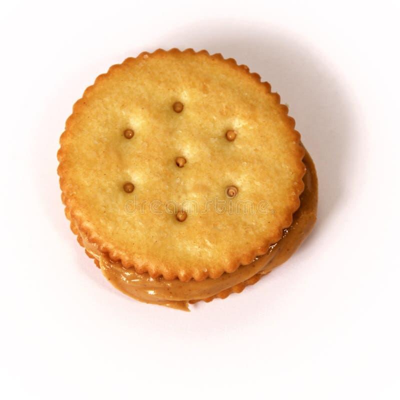 Manteiga de amendoim e sanduíche do biscoito no branco fotos de stock royalty free