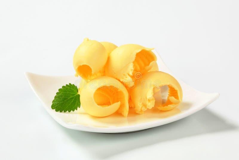 A manteiga ondula na placa imagem de stock