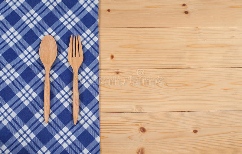 Mantel, cuchara de madera, bifurcación en la madera texturizada imágenes de archivo libres de regalías