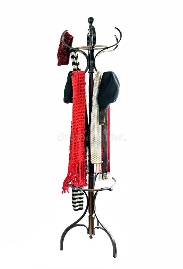 Mantel-Zahnstange mit Hüten und Schals lizenzfreie stockfotografie
