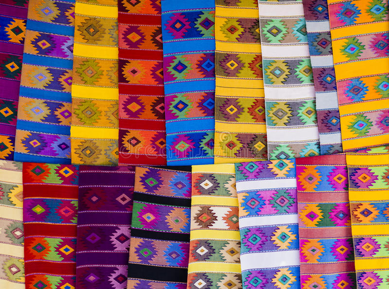 Manteles étnicos del corredor con formas geométricas fotografía de archivo libre de regalías