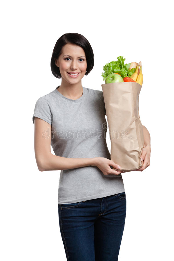 Mantendo o pacote cheio de produtos saudáveis fotografia de stock royalty free