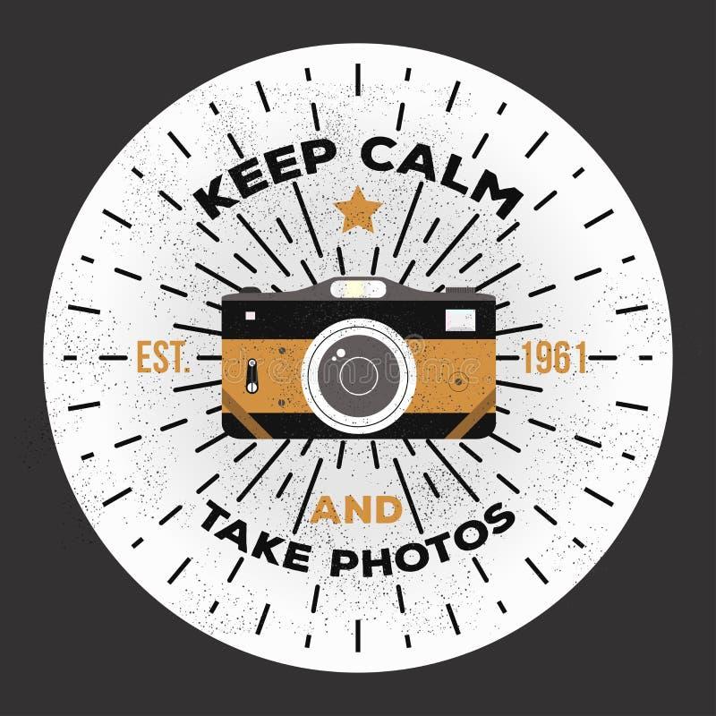 Mantenga tranquilo y tome las fotos Plantilla del logotipo de la fotografía del vector a utilizar como impresión en la camiseta,  imagen de archivo libre de regalías