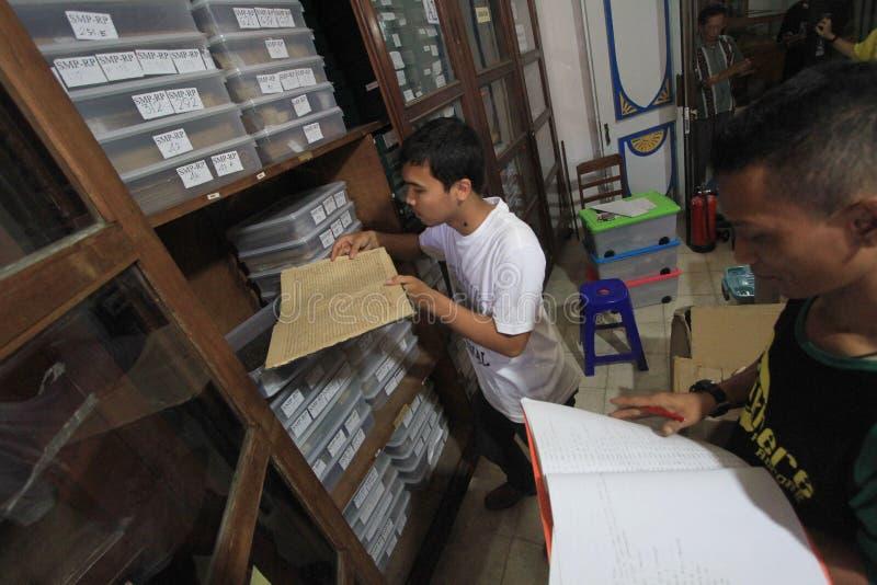 Mantenimiento de manuscritos antiguos de la herencia fotografía de archivo