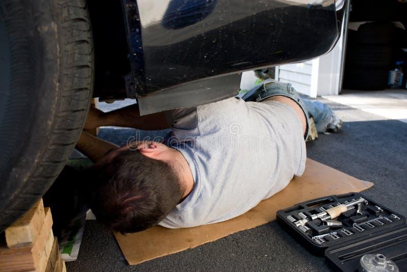Mantenimiento y reparaciones del coche fotografía de archivo libre de regalías