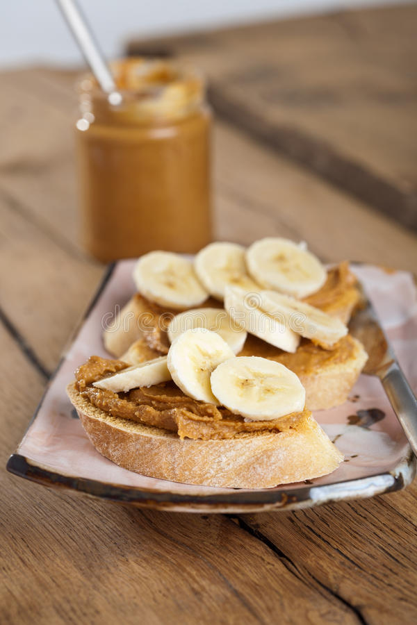 Mantequilla de cacahuete y emparedado del plátano fotos de archivo libres de regalías