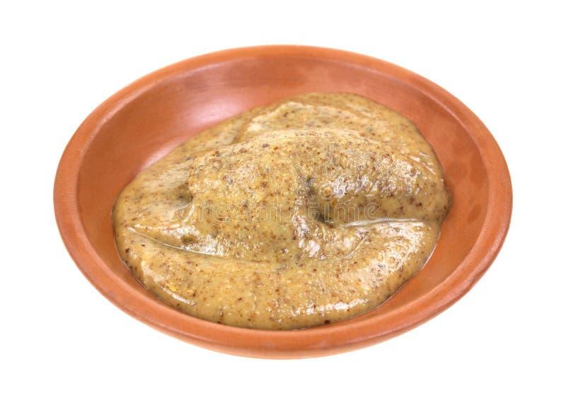 Mantequilla de la almendra en plato de la arcilla fotografía de archivo