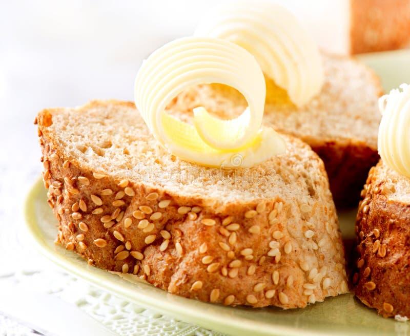 Mantequilla en un pan foto de archivo libre de regalías