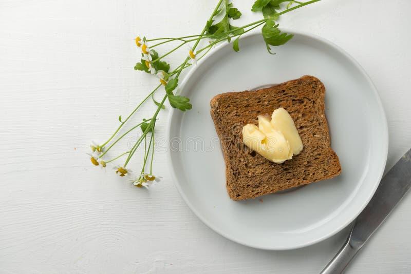 Mantequilla y tostada del desayuno fotografía de archivo