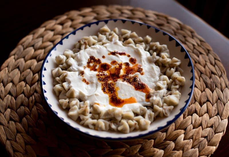 Turkisk yoghurt varm sås