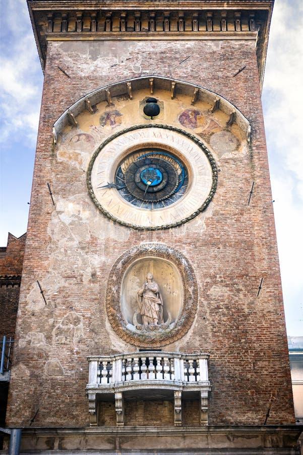 Mantova: Klokketoren in Piazza delle Erbe Itali? royalty-vrije stock afbeeldingen