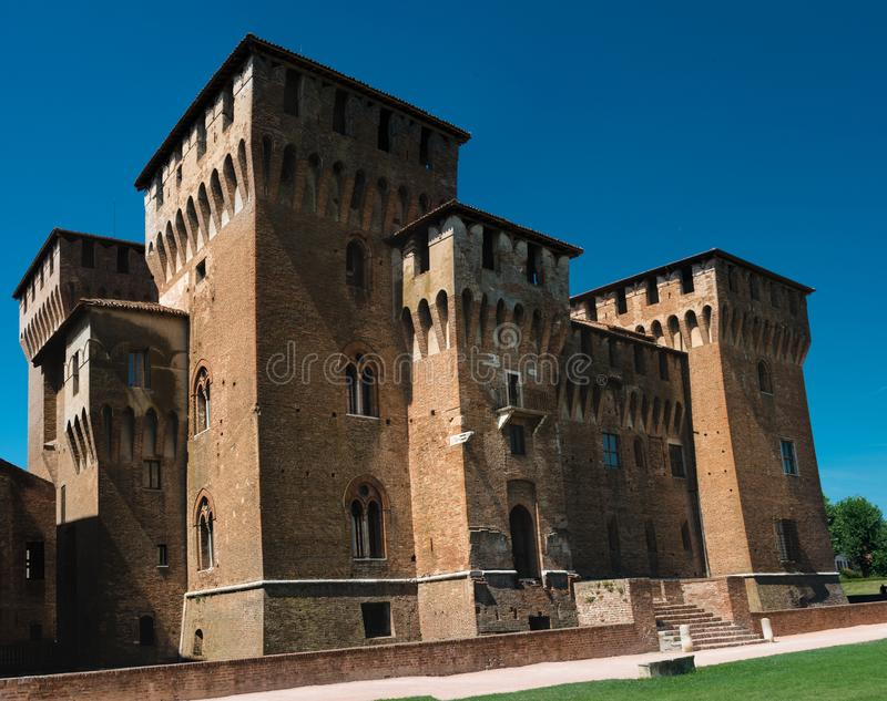 Mantova Mantua, Italië: Mening van het middeleeuwse kasteel van ` Castello Di San Giorgio ` Één van de belangrijkste oriëntatiepu royalty-vrije stock afbeeldingen