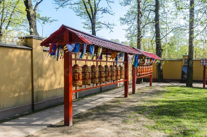 Mantras e ora??es que torcem os confucionista fi?is dos budistas no templo da Buda datsan fotografia de stock royalty free