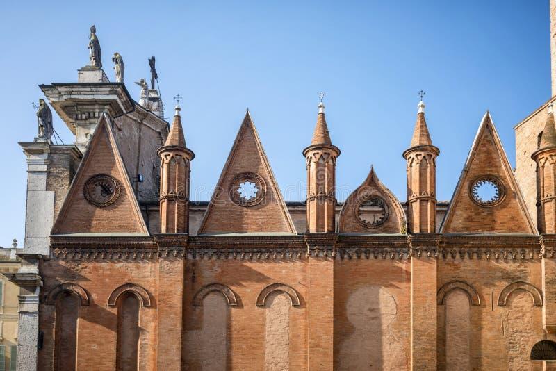 Mantua: Apostolo van Di San Pietro van kathedraalcattedrale, Duomo-Di Mantova in Mantua, Lombardije, noordelijk Italië, is Rooms- royalty-vrije stock foto's