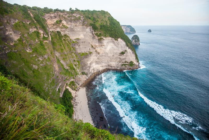 Manty zatoka lub Kelingking plaża na Nusa Penida wyspie, Bali, Indonezja obraz royalty free