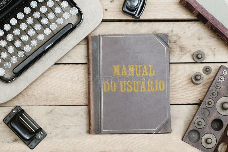 Manuał robi usuario, Portugalski tekst dla użytkownika ` s manuału na starej książce obraz royalty free