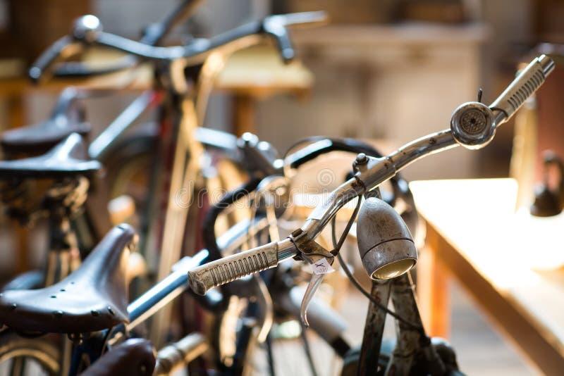 Manubri d'annata della bicicletta fotografia stock libera da diritti