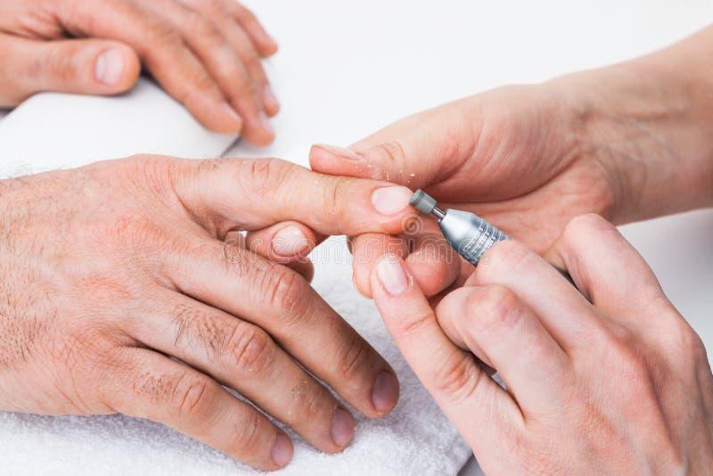 Manucure au salon de beauté image stock