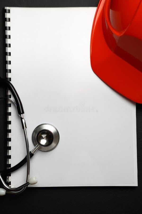 Manuel avec le casque rouge photo libre de droits