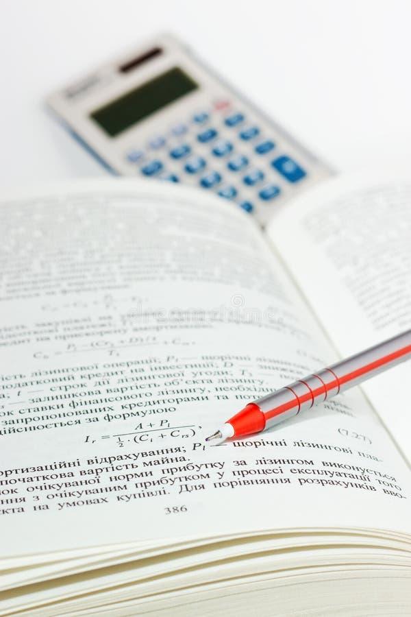Manuel sur des sciences économiques photographie stock