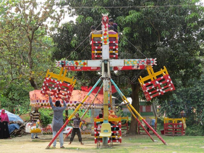 manuel wodden karusellen, Dhaka, Bangladesh arkivfoto
