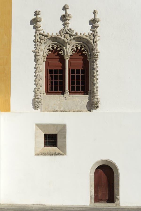 Manueline窗口和门,辛特拉全国宫殿  免版税库存照片