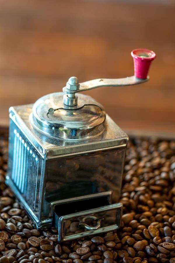 Manuell roterande grillad kaffekvarn royaltyfri foto
