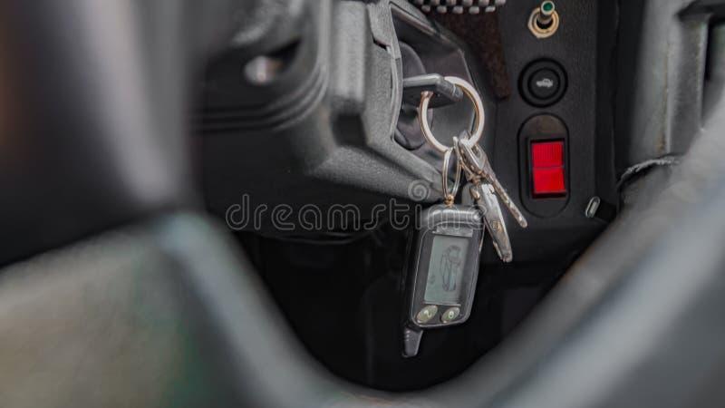 Manueller Gangschaltungsstock auf einem Auto ` s Lenkradauto, Armaturenbrett, Design, Innen stockbild