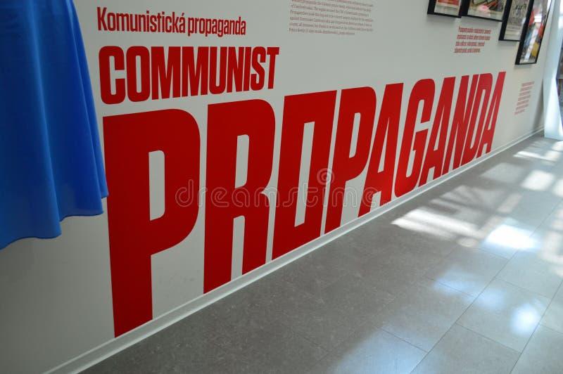Manufatti comunisti - segno di propaganda - museo Praga immagine stock