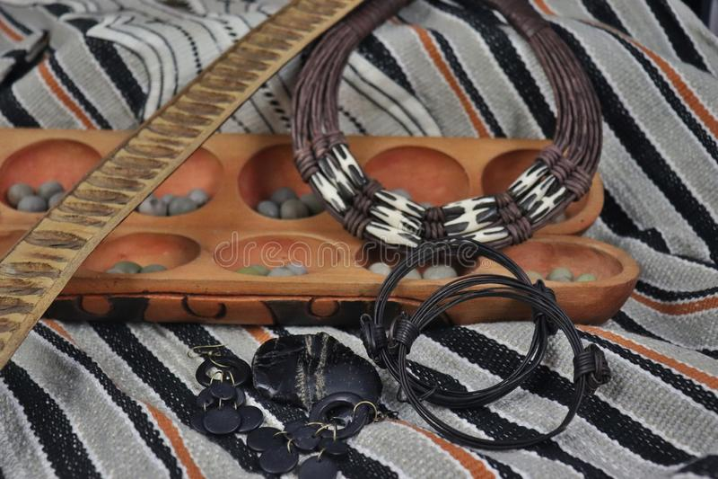 Manufatti e gioielli africani dall'Uganda e dalla Nigeria fotografia stock libera da diritti