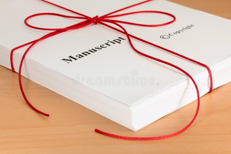 Manuscrit d'auteur avec la ficelle rouge photographie stock libre de droits